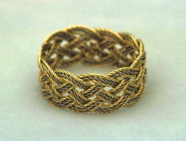 http://www.golden-knots.com/jeanna.jpg